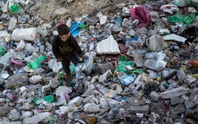 Život bez vody, v lokalitách blízko skládok, či tam, kde je vysoká enviromentálna záťaž. Na Slovensku pretrváva systematické porušovanie ľudkých práv členov marginalizovaných komunít.